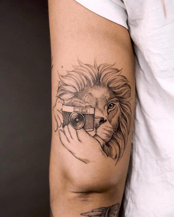 The lion photographer by @miriamandrea_ink - Bold statement Leo tattoos for men